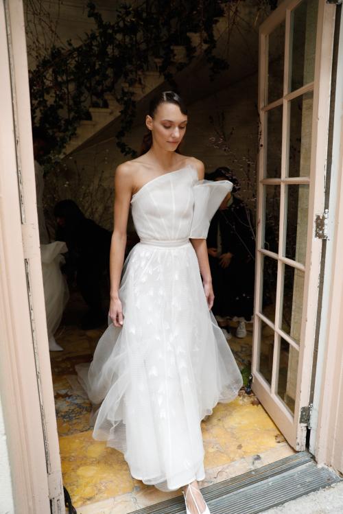 Bộ sưu tập đầm cưới của NTK Việt Nam xuất hiện trên báo Mỹ - ảnh 9
