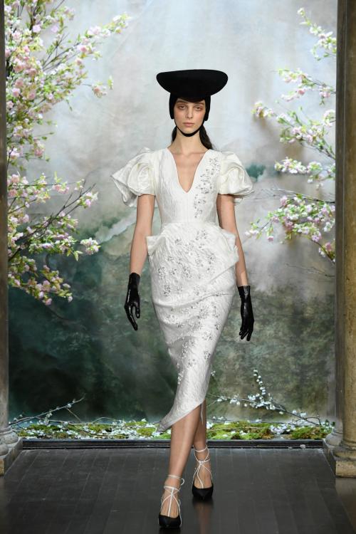 Bộ sưu tập đầm cưới của NTK Việt Nam xuất hiện trên báo Mỹ - ảnh 12