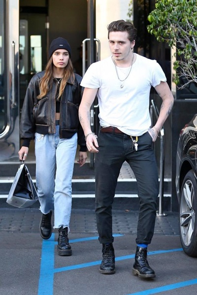 Cặp sao mang giày giống nhau.