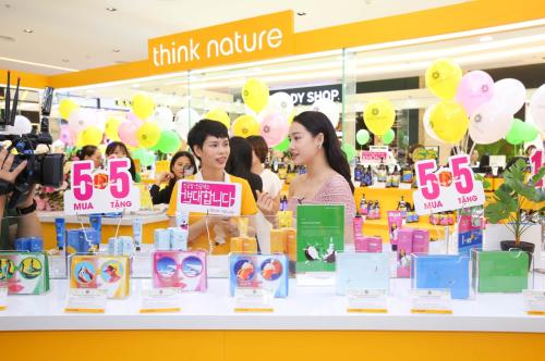 Tại Hàn Quốc, Think Nature là một trong những thương hiệu bán chạy nhất, phù hợp với tiêu chí vừa làm đẹp vừa bảo vệ sức khỏe.