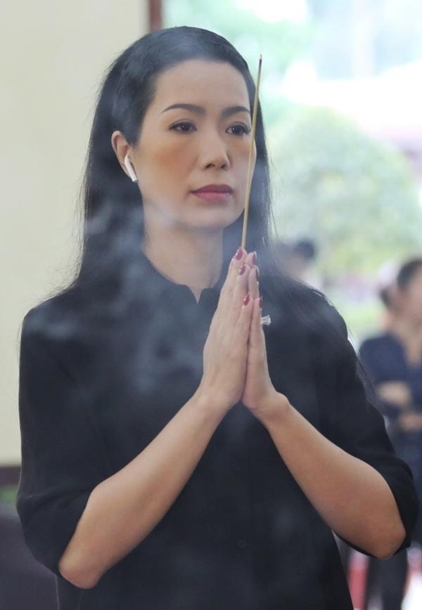 Vợ con, đồng nghiệp tiễn biệt nghệ sĩ Lê Bình
