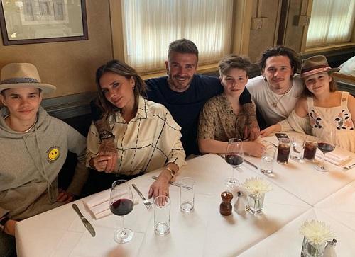 Bức ảnh gia đình Beckham nhận được gần 1 triệu lượt thích trên Instagram.