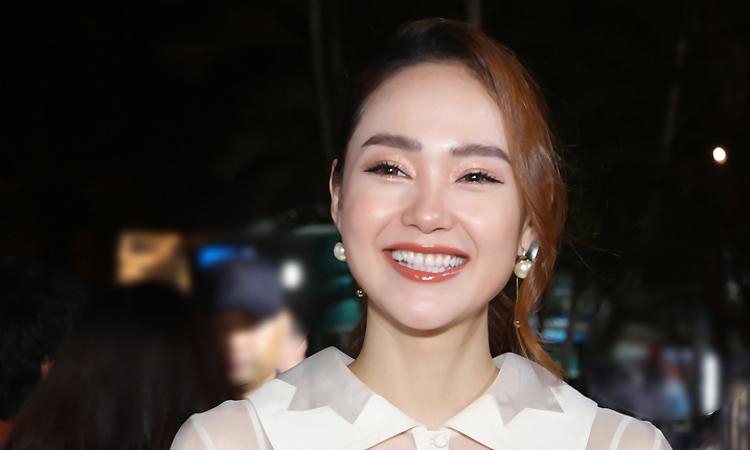 Minh Hằng mặc xuyên thấu xem phim của Nguyễn Quang Dũng - VnExpress Giải Trí