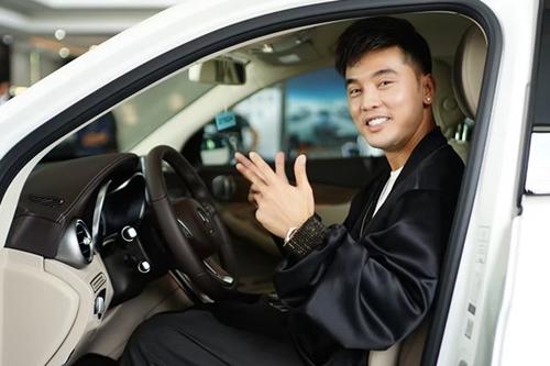 Ưng Hoàng Phúc mua chiếc xe thứ hai.