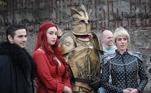 Một nhóm người cosplay (đóng giả) các nhân vật Game of Thrones ở một sự kiện tại Italy năm 2018. Ảnh: Twitter.