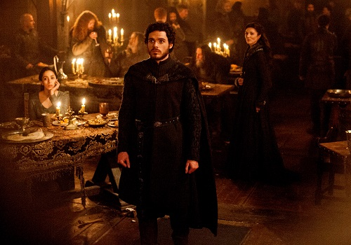 Tình tiết cuối mùa ba - được gọi là Đám cưới Đỏ - khi Robb Stark (giữa) cùng mẹ (phải) và vợ (trái) bị sát hại - gây sốc cho nhiều fan.