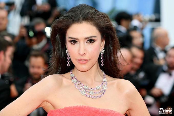 Loạt minh tinh châu Á diện váy hở ngực trên thảm đỏ Cannes