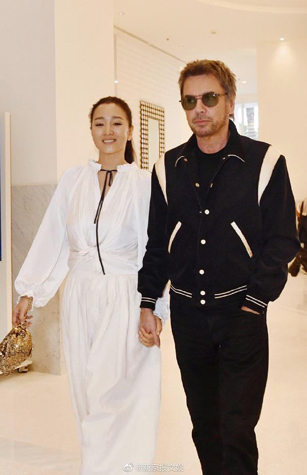Củng Lợi sánh vai chồng 71 tuổi ở Cannes