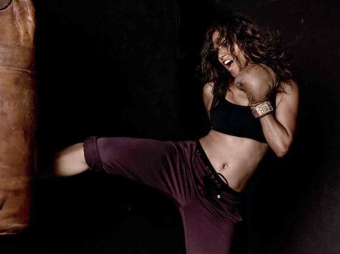 Hai thập kỷ thăng trầm với dòng phim hành động của Halle Berry