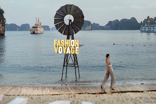 Chương trình diễn ra tại đảo Bàn Chân, một nơi chưađược khai thác du lịch và mất ba tiếng di chuyển từ đất liền.