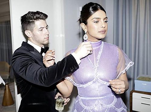 Priyanka Chopra chia sẻ trên Instagram hình ảnh chồng giúp cô chỉnh trang phục khi tham dự một buổi tiệc diễn ra trước đó, thuộc khuôn khổ Liên hoan phim Cannes.
