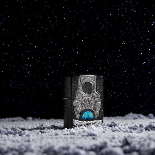 Bề mặt mặt trăng trên bật lửa Zippo được trình diễn bằng công nghệ in 3D.