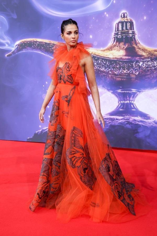 Gu thời trang của 'bông hồng lai' Naomi Scott