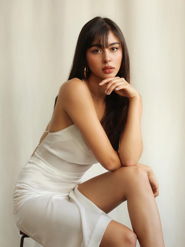 Helena Busch - bạn gái á hậu của tiền vệ Thái Lan