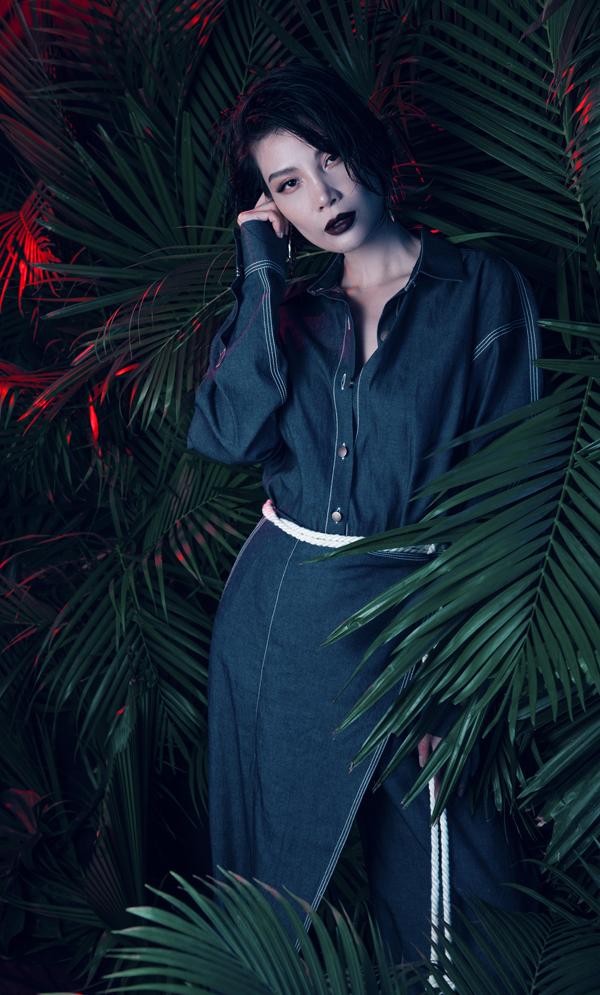 Nhan sắc tuổi 43 của cựu siêu mẫu Vũ Cẩm Nhung