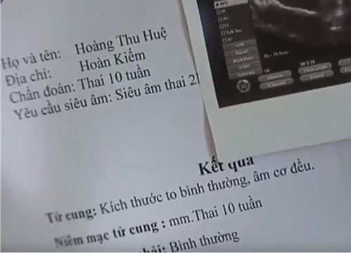Chi tiết họ tên ba cô con gái ông Sơn khiến nhiều người thắc mắc. Ở đầu phim, chị cả Huệ để lộ giấy khám thai đề tên Hoàng Thu Huệ.
