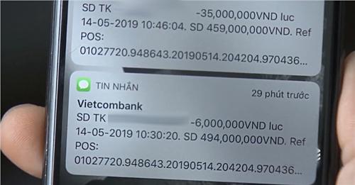 Trong lúc Thư tiêu xài, điện thoại liên tục báo trừ tiền từ tài khoản Vietcombank của Vũ. Khi thử chuyển tiền vào tài khoản trên,khán giả phát hiện chủ đăng kýlà diễn viên Quốc Trường. Nam chính bộ phim chia sẻ anh nhận được tổng cộng khoảng500.000 đồng từ fan.