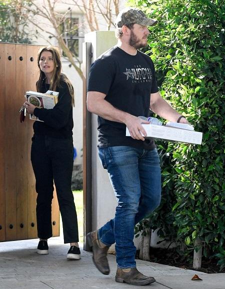 Cũng trong tháng 1, Chris và Kathrine dọn đến nhà mới ở Los Angeles (Mỹ). Theo thỏa thuận khi ly hôn, anh và vợ cũ sống cách nhau không quá 8 km cho đến khi con trai lên lớp 6. Ảnh: Mega.