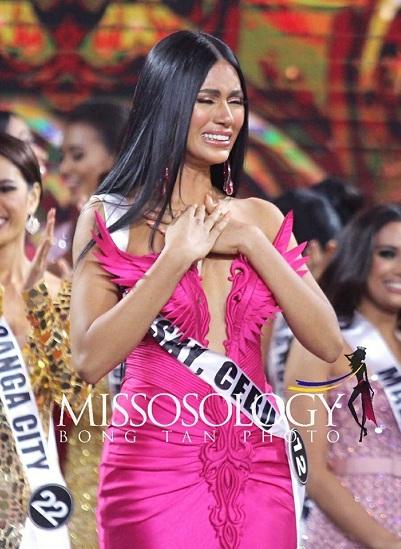 Người đẹp Gazini Ganados bật khóc khi đăng quang Hoa hậu Hoàn vũ Philippines hôm 9/6. Ảnh: Bong Tan.