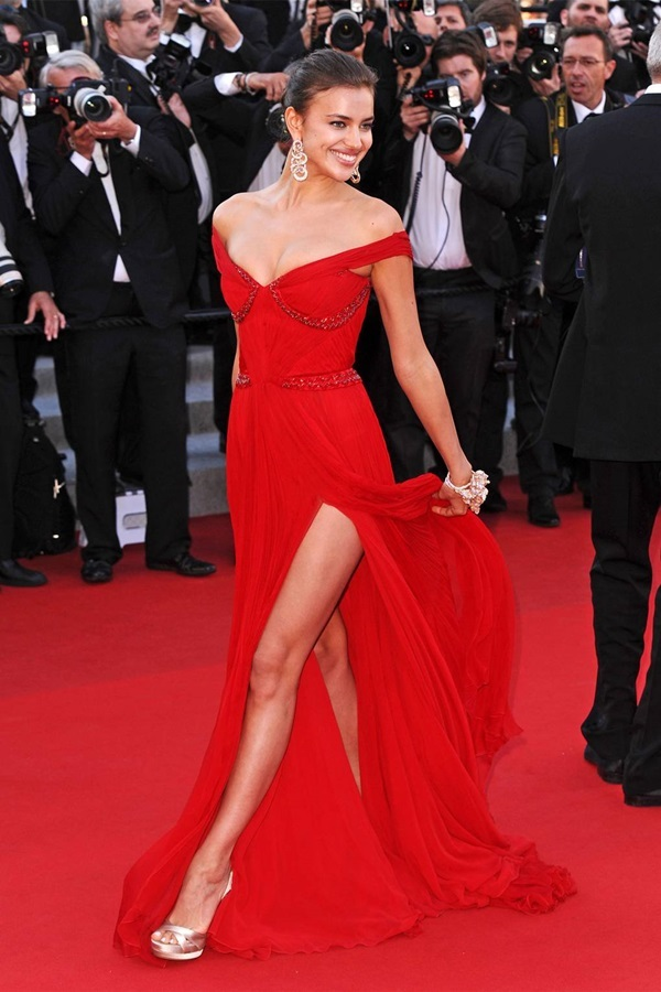 Những bộ đầm tôn cơ thể của Irina Shayk
