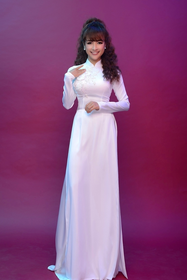 Lê Bê La làm mẫu áo dài sau khi giảm 17 kg