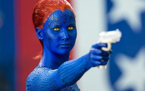 Ở Days of Future Past, tạo hình nhân vật Mystique khiến người xem dễ nhận ra gương mặt Jennifer Lawrence đằng sau lớp hóa trang. Lúc đó, cô là một trong những diễn viên ăn khách nhất thế giới, bảo chứng doanh thu cho nhiều phim. Ảnh: Fox.