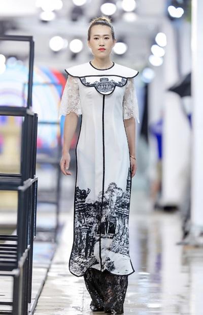 Hồng Quế catwalk bên dàn chân dài Trung Quốc - ảnh 6