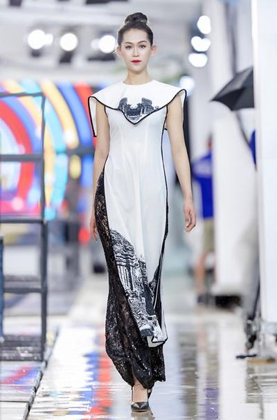 Hồng Quế catwalk bên dàn chân dài Trung Quốc - ảnh 8