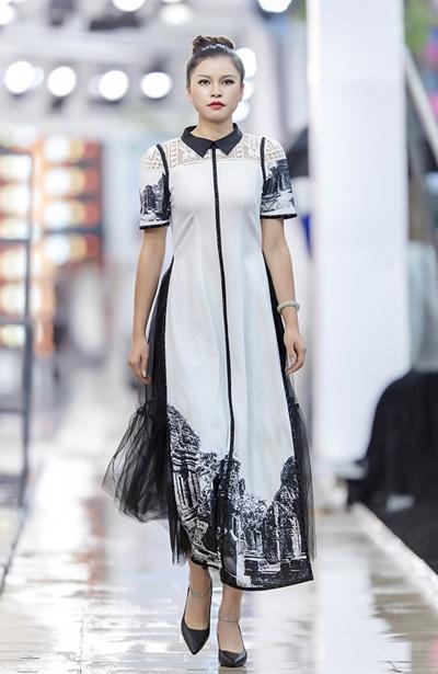 Hồng Quế catwalk bên dàn chân dài Trung Quốc - ảnh 9