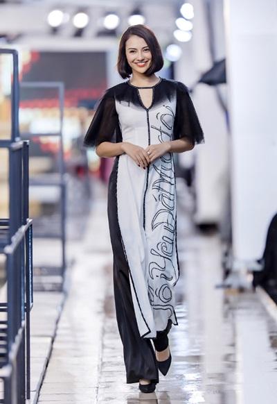 Hồng Quế catwalk bên dàn chân dài Trung Quốc - ảnh 1