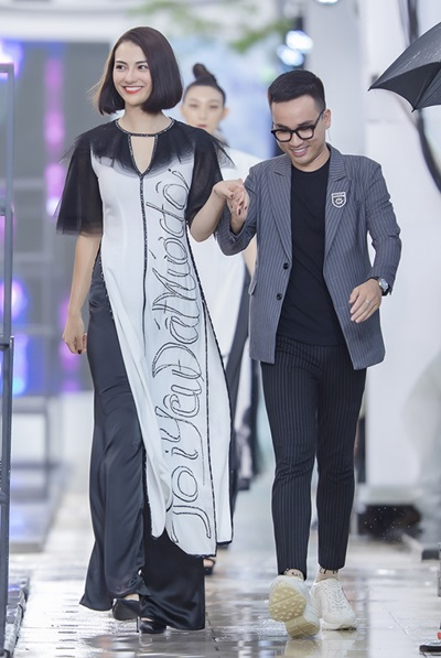 Hồng Quế catwalk bên dàn chân dài Trung Quốc - ảnh 3