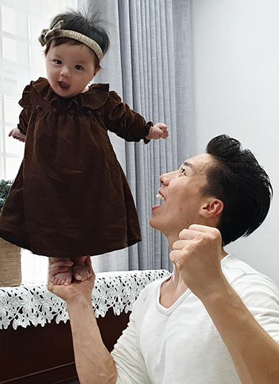 Quốc Nghiệp diễn xiếc cùng con gái 6 tháng tuổi - ảnh 2