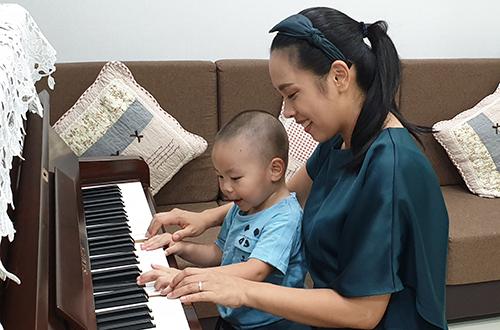 Quốc Nghiệp diễn xiếc cùng con gái 6 tháng tuổi - ảnh 7