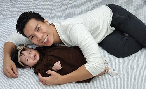 Quốc Nghiệp diễn xiếc cùng con gái 6 tháng tuổi - ảnh 5