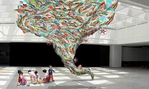 Triển lãm tác phẩm nghệ thuật làm từ nhựa đã qua sử dụng - Giải Trí