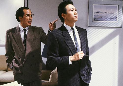 Ôn Triệu Luân (phải)