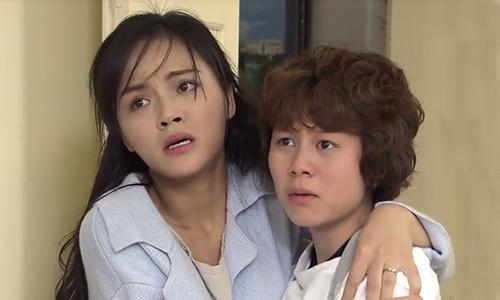 Huệ (trái) là người bao dung, luôn bênh vực, che chở em gái.