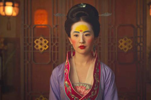 Lưu Diệc Phi trang điểm trán vàng trong Hoa Mộc Lan.
