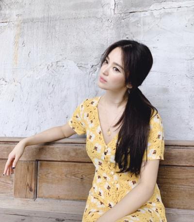 Hình ảnh Hye Kyo với mái tóc thẳng được stylish của cô đăng trên Instagram hồi cuối tháng 6.