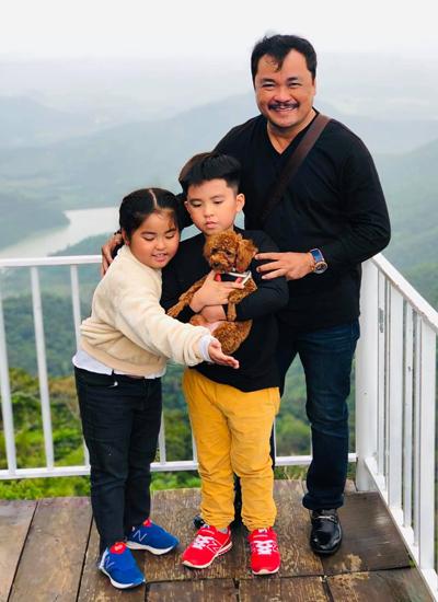 Gia đình đạo diễn đến các địa điểm vui chơi nổi tiếng của Đà Lạt như:Thung lũng tình yêu, Đồi chè Cầu Đất.