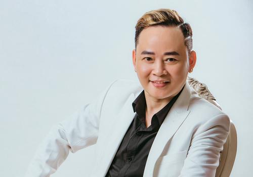 Diễn viên Tùng Dương ở tuổi 50.