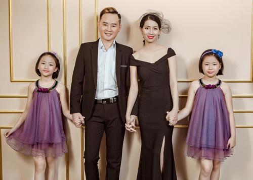Diễn viên Tùng Dương bên người vợ thứ ba - Trang Nhung - và hai con gái.