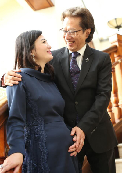 Trần Thiếu Hà và chồng. Ảnh: Mpweekly.