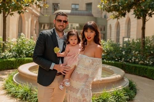 Vợ chồng Hà Anh đưa con gái một tuổi du ngoạn châu Âu - 1