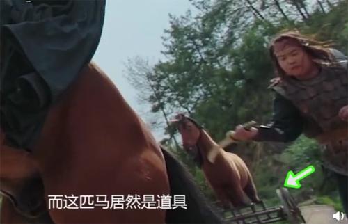 Ngựa đạo cụ lọt vào cảnh phim Phương dịch - phim cổ trang khởi chiếu từ cuối tháng 5.