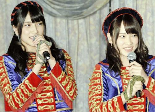 Nă 2014, hai ca sĩ nhóm AKB48 là Kawaei Rina (phải) và Iriyama Anna.