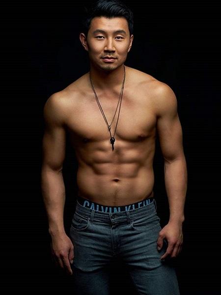 Cơ bắp của Simu Liu. Ảnh: Sili Studio,