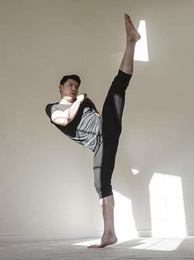 Ngoài đóng phim, Lưu Tư Mộ từng làm biên kịch, nhà sản xuất, đạo diễn phim ngắn. Tư Mộcòn biết võ công.