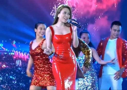 Sao Việt chuộng mặc váy cao su