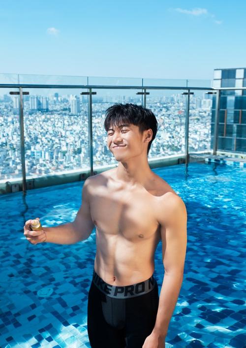 Sử dụng kem chống nắng khi đi bơilà một cách bảo vệ làn da.